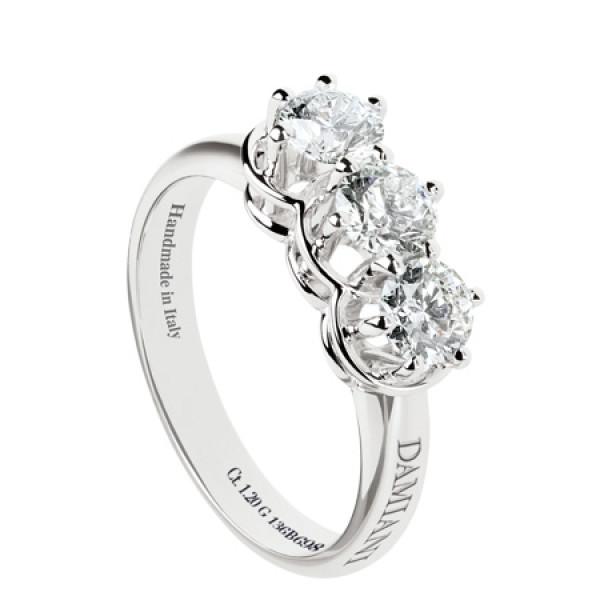 Кольцо Damiani Minou белое золото, три крупных бриллианта