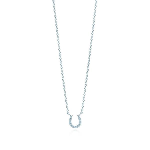 Подвеска в виде подковы Tiffany Metro, белое золото, бриллианты (33474598)