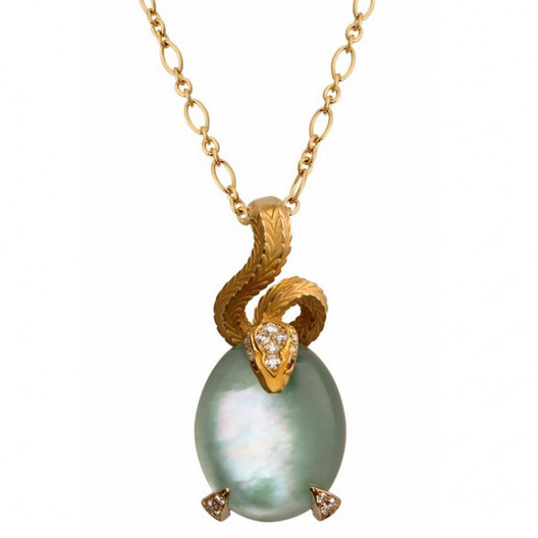 Подвеска Magerit Mythology, желтое золото, бриллианты, лунный камень