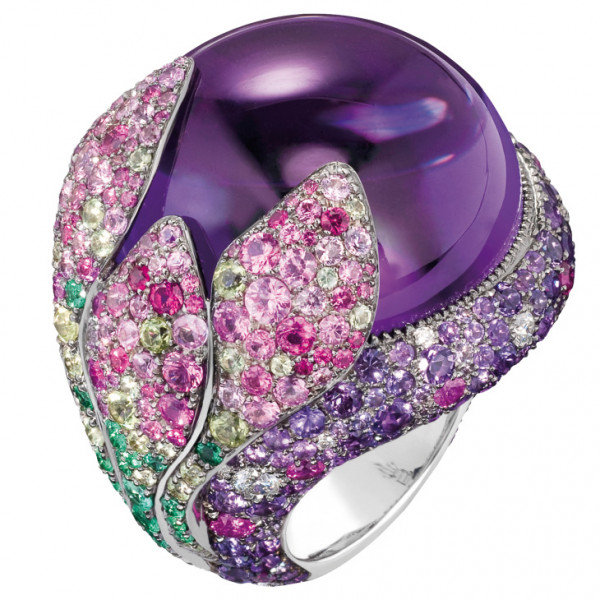 Кольцо de Grisogono Melody Of Colours, белое золото, бриллианты, изумбуды, сапфиры