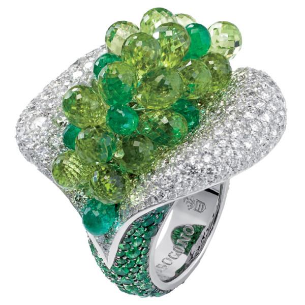 Кольцо de Grisogono Melody Of Colours, белое золото, бриллианты, изумруды